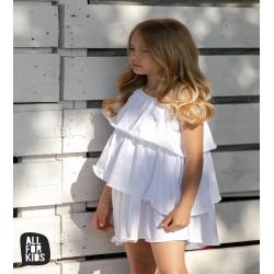 Balta, stilinga suknelė